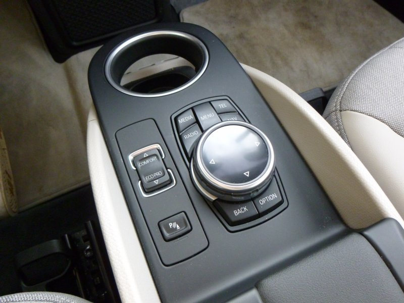 bmw-i3-ev-idrive-controls-touch-sensitve