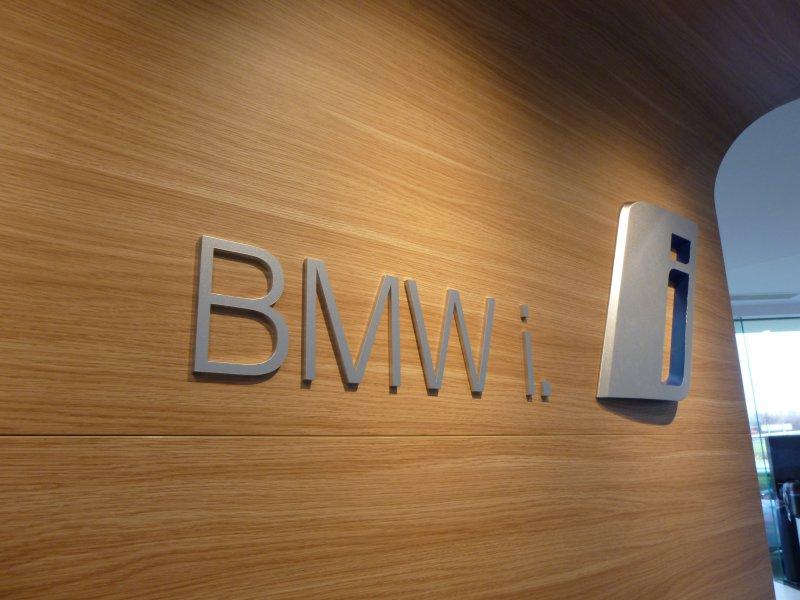 bmw-i3-logo-wall