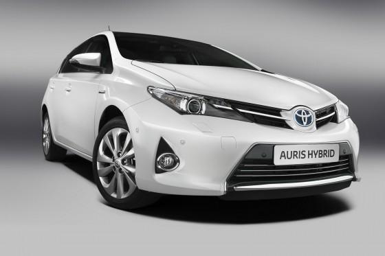 2013-Toyota-Auris-Hybrid