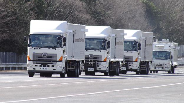 self-driving-truck-platooning-fuel-saving-hgv-lorry
