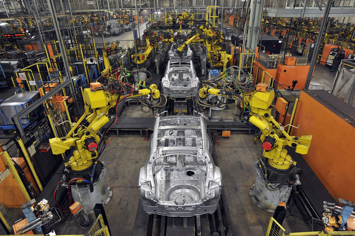 nissan-sunderland-car-production-line-robots